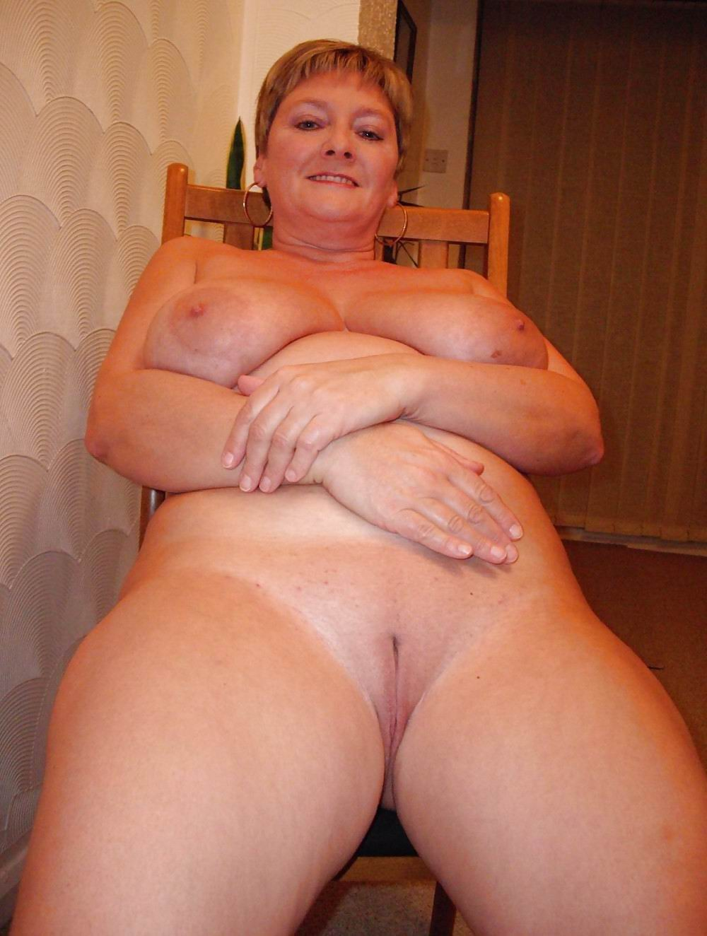 Granny big boobs nude