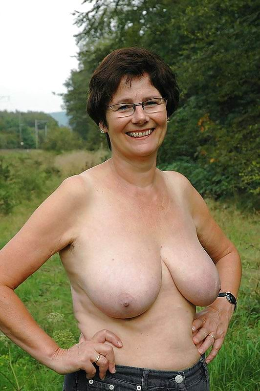 Grandma with huge tits boobs hanging