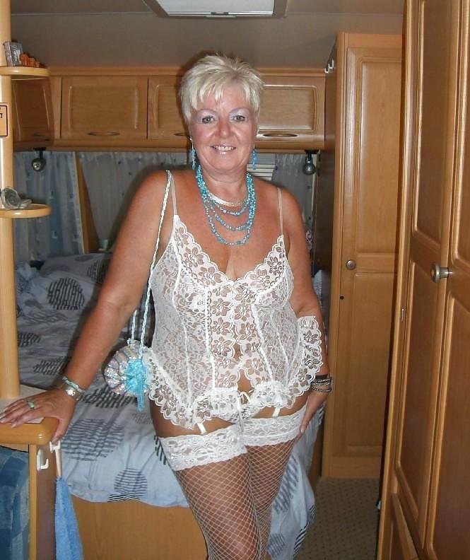 hot-uk-gilf-granny