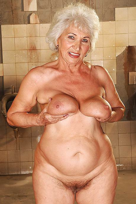 image Hungry and horny mature milf gets fucked